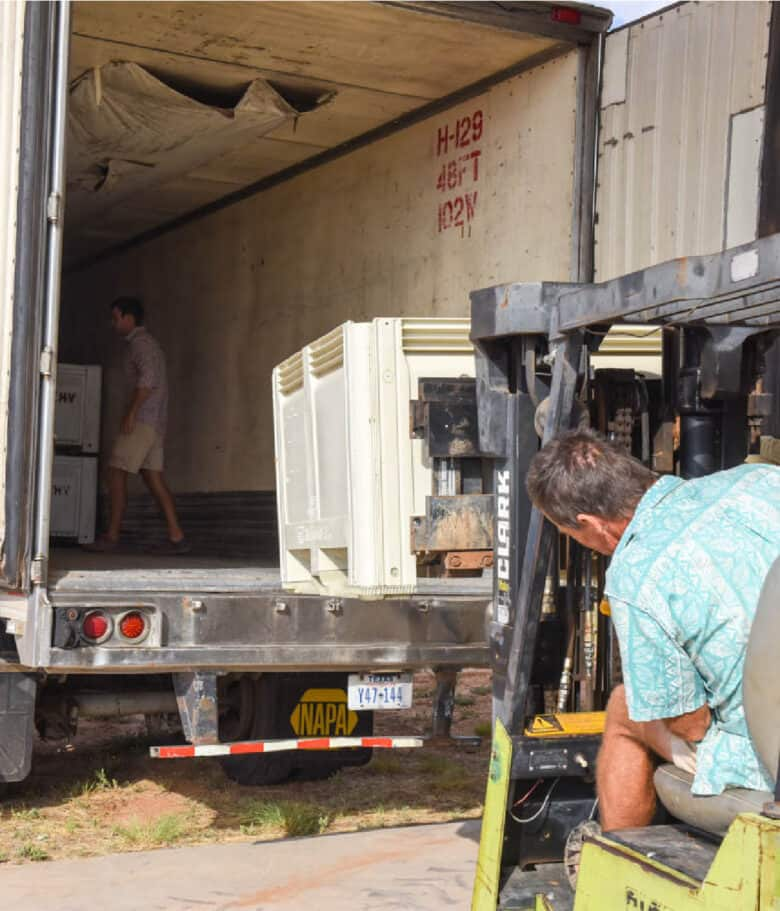 Loading the reefer with the forktruck