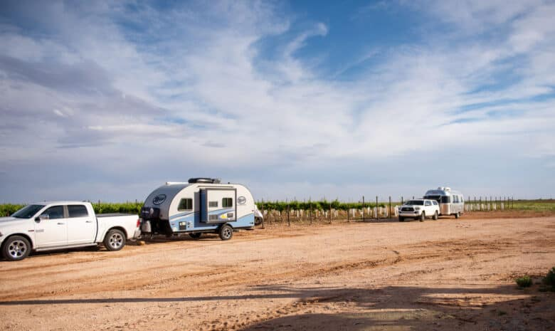 Image of two RVs Parked at Oswald Vineyard with the vineyard in the background.